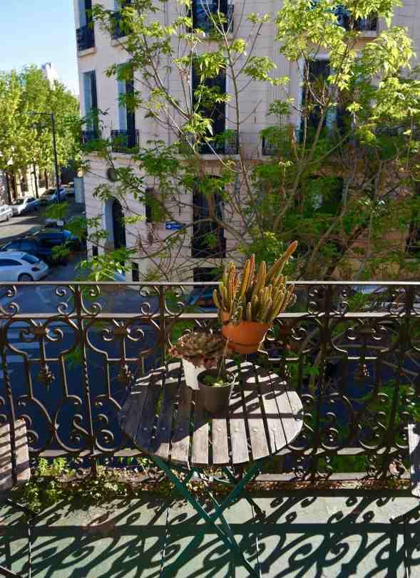 house17_street front balcony
