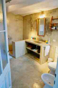 house26_master bathroom